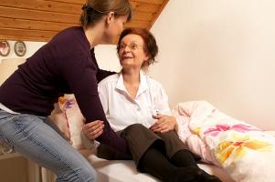 Schweigepflicht & Datenschutz: Ob ambulante oder stationäre Pflege - es gibt zahlreiche Aspekte zu berücksichtigen.