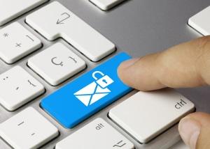 Datenschutz: Der Missbrauch personenbezogener Daten kann nach BDSG Bußgelder bis 300.000 Euro mit sich bringen.