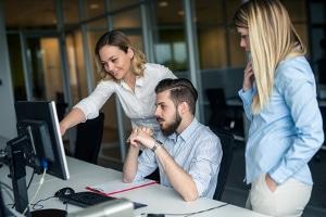 Der Datenschutz bestimmt: Die Personalakte darf nur von wenigen Personen eingesehen werden - vor allem aber vom Arbeitnehmer selbst.