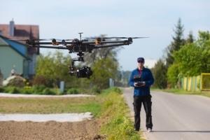 Drohne und Datenschutz: Ab einer Startmasse von 250 Gramm brauchen Drohnen eine feuerfeste Kennzeichnung.