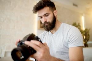 Die Einwilligung gilt gemäß Datenschutz beim Fotografieren von Personen als erteilt, wenn die Person eine Entlohnung erhält.