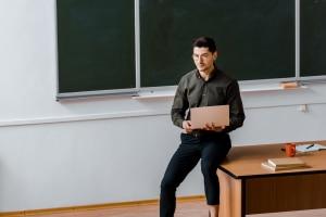 Um Medienkompetenz in der Schule vermitteln zu können, sollten Lehrer sich auf dem neusten Stand halten.