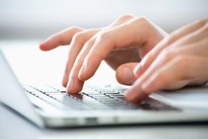 Damit Sie das Passwort vom Laptop nicht vergessen, sollten Sie es immer manuell eingeben.