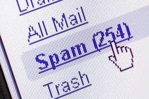 Phishing Filter: Viele Mail-Programme erkennen Betrüger-Nachrichten und verschieben sie direkt in den Spam-Ordner.