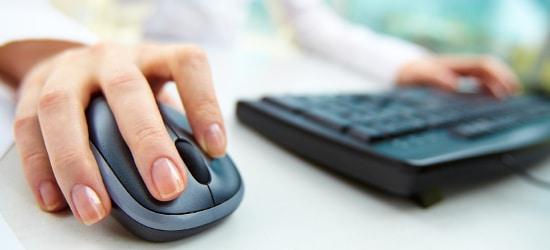 Eine private Internetnutzung am Arbeitsplatz ist laut Bundesarbeitsgericht strikt verboten.
