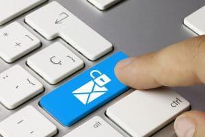 Private Mails haben am Arbeitsplatz nichts zu suchen.