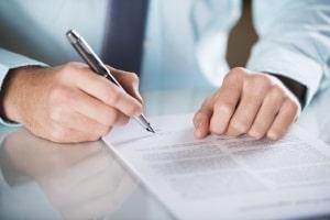 Der Vertrag, den ein externer Datenschutzbeauftragter mit dem Unternehmen schließt, regelt u.a. seine Aufgaben.