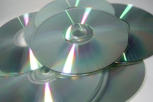 Im Zweifel müssen Sie das nötige Programm auf eine CD brennen und mit dessen Hilfe anschließend das Windows-Passwort zurücksetzen